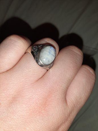 В коллекцию лунный камень адуляр