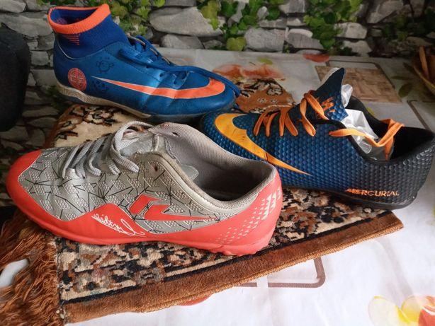Продам подростковую обувь,также обувь для футбола.