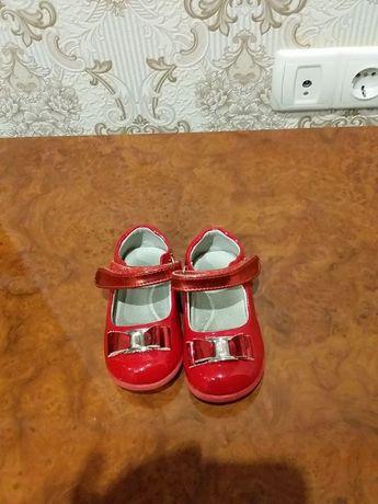 Дитячі лакові туфлики