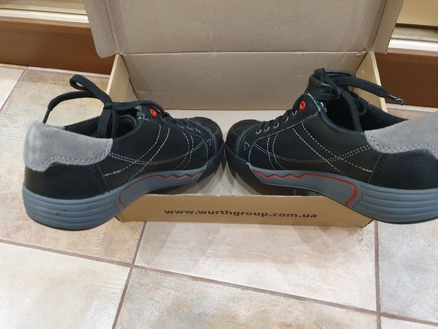 Продам сефети обувь производства Германия 43 размер