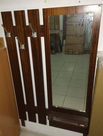 Cabide com espelho