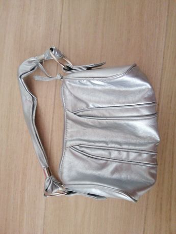 Детская сумочка цвет серебро бу р-н Позняки