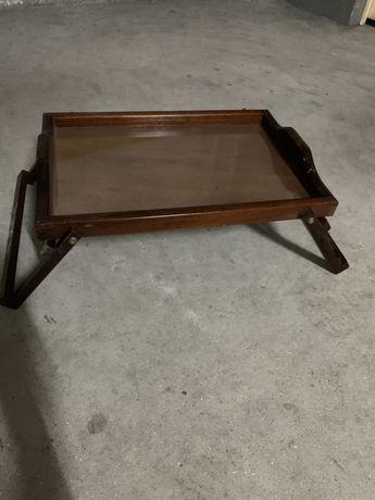 Tabuleiro para servir no sofá ou cama