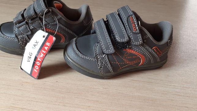 Buciki chłopięce r. 25 trzewiki pantofle