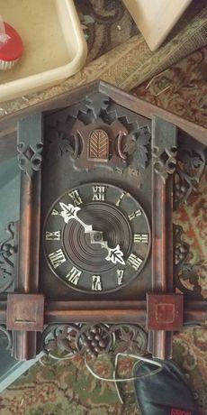 Antyczny zegar z kukułką do renowacji