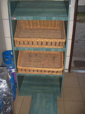 stojak zielony drewniany z półkami