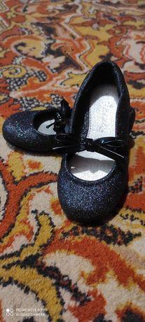 Дитячі туфельки, в гарному стані