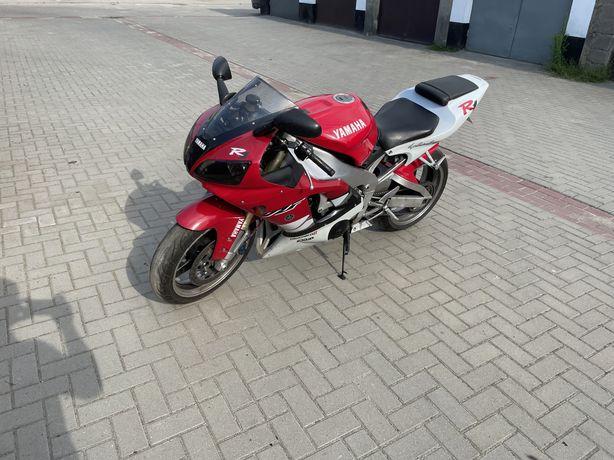 Yamaha R1 ! Polecam.