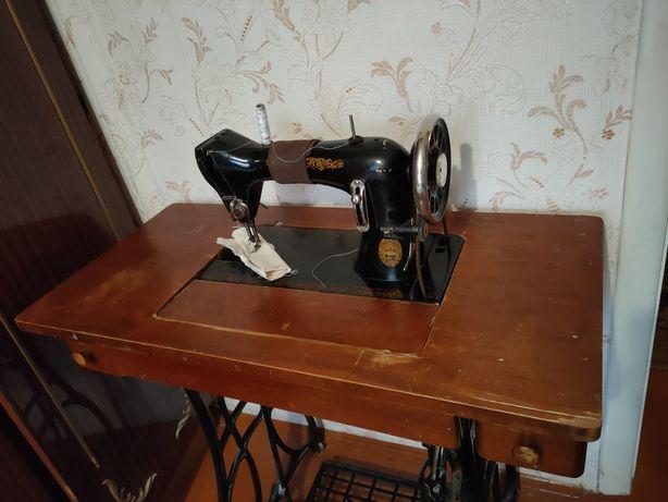 Продам швейную машинку. Ножной привод.