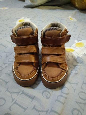 Продам дитяче взуття =)
