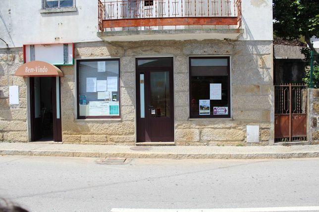 moradia, comércio junto aos passadiço do Paiva, ponte 516 Arouca.