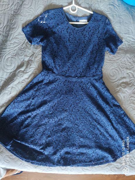 Sukienka koronkowa reserved