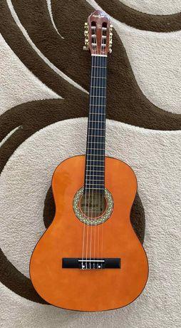 Продается классическая гитара Maxtone