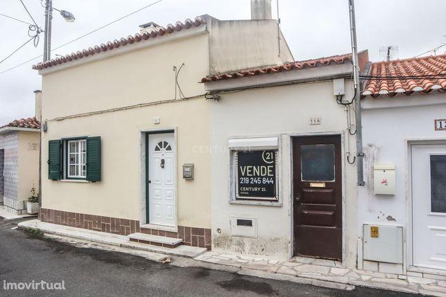 Moradia 3/4 assoalhadas em Montelavar, Almargem do Bispo e Pêro Pinhei