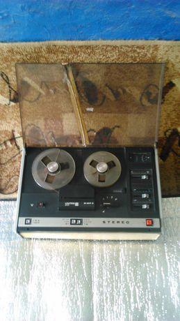 Magnetofon szpulowy Unitra M1417S z oddzielnym mikrofonem