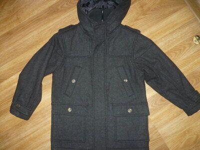 Пальто демисезонное на мальчика 110-116р. Черное