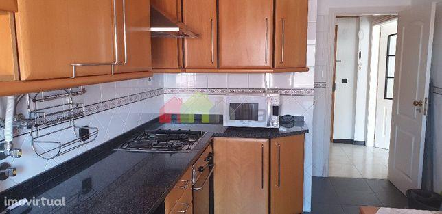 Apartamento T2 em prédio com 2 elevadores e com lugar de garagem | Bar