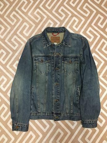 Джинсовая куртка размера М