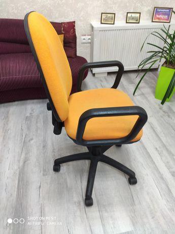 Продам крісло офісне! Б/ в. В гарному стані!
