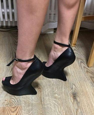 Туфли с открытым носком боссоножки босоніжки туфлі на танкетке 34,35 р