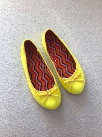 Żółte neonowe baleriny