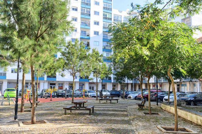 Apartamento T3 Remodelado em Mem-Martins