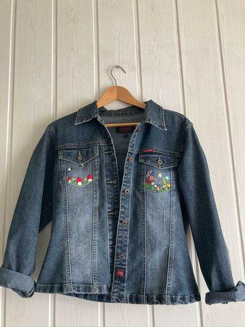 Własnoręcznie haftowana kurtka vintage L
