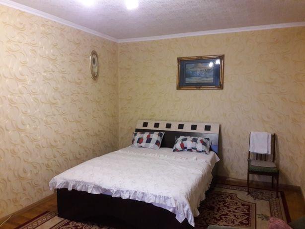 сдаю однокомнатную квартиру на Дзержинке почасово посуточно