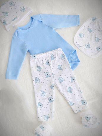 Красивый костюм для ребенка,ползунки,боди,шапочка,пенетки, слюнявчик