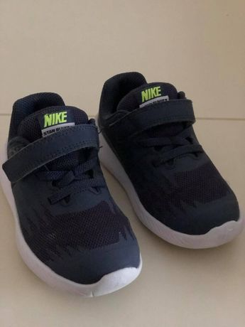 Кросівки на хлопчика 26 розмір Nike