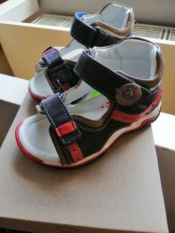 Sandałki rozmiar 19