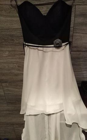 Sukienka bardzo efektowna