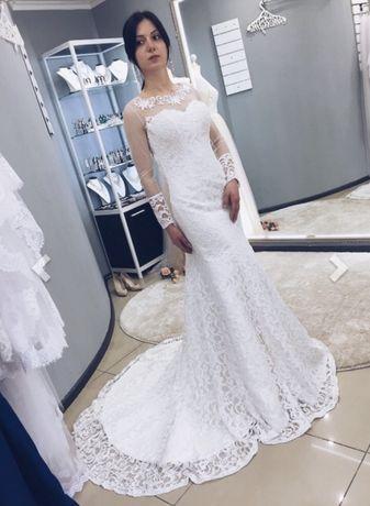 Шикарное свадебное платье рыбка со шлейфом