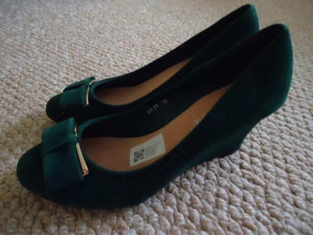 Красивые,фирменные новые туфли!