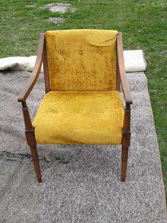 Fotel z żółtym obiciem