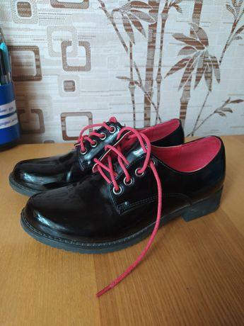 Лаковые туфли в хорошем состоянии