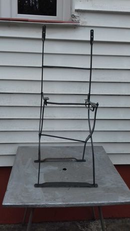 Stary stelaż metalowego krzesła