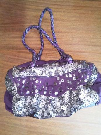 Вместительная легкая мягкая женская сумка с металлическими пайетками