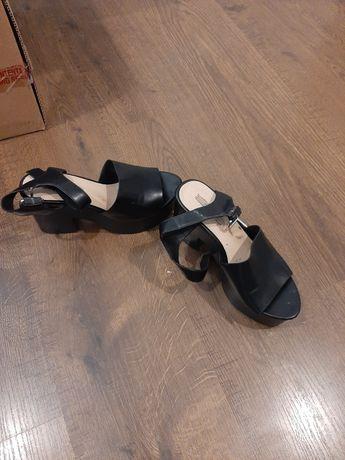 Sandały wysokie koturny