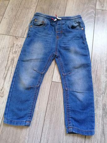 Spodnie jeansy chłopięce 98