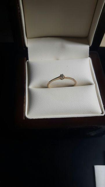Pierścionek r13 złoty z brylantem