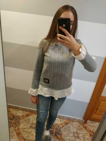 Szary sweterek wiązany z tyłu