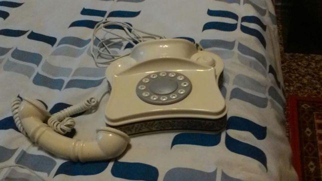 2 стационарных телефона