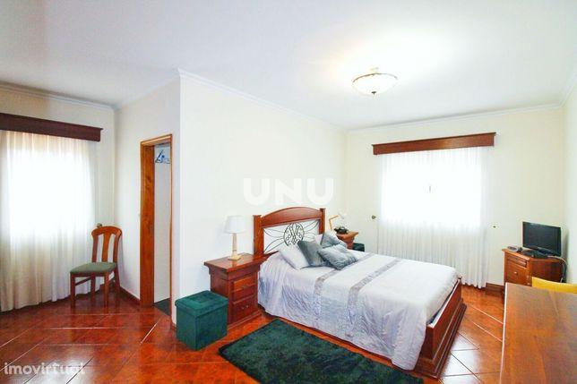 Apartamento T3, junto ao centro de Paços de Brandão, com 152m²