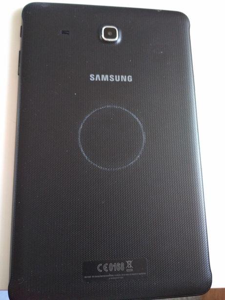 Sprzedam Tablet Samsung i dwie bateriie