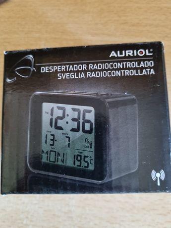 Rádio despertador compacto