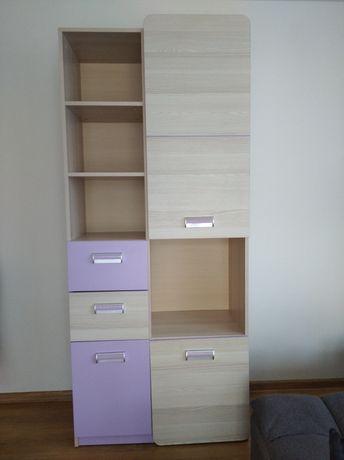 Regał z półkami i szufladami, liliowe fronty, pokój dziewczynki