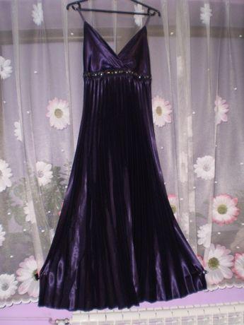 Długa, elegancka suknia.