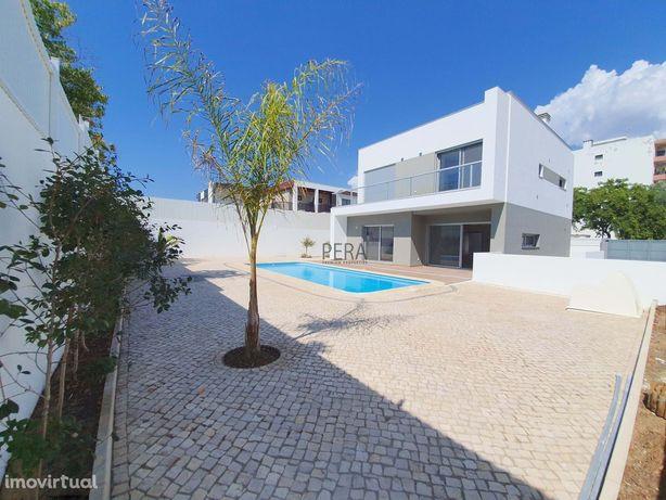 Moradia moderna  em Portimão perto de todas as comodidades , a 5mn do