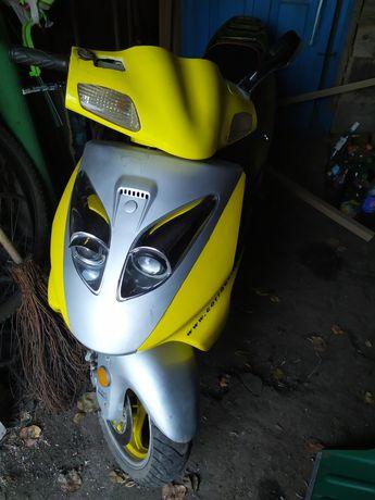 Продам скутер Corrado
